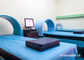 Bei der Magnetfeldtherapie wird versucht, den Körper durch pulsierende Magnetfelder positiv zu beeinflussen.